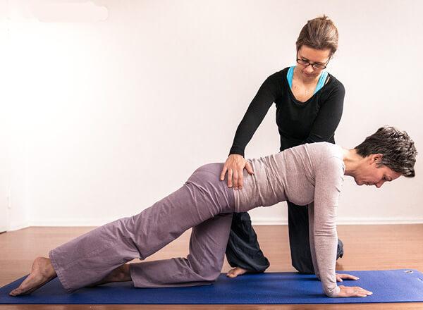 Im Einzeltraining können individuelle Ansätze beim Pilates entwickelt werden
